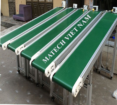 Băng tải PVC nghiêng