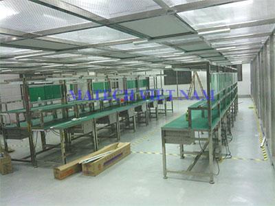 Bàn thao tác inox dây truyền sản xuất trong phòng sạch