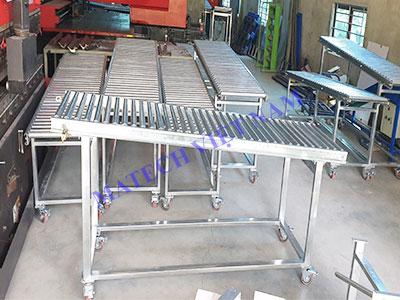 Băng tải con lăn thép mạ kẽm dài 2,5 mét